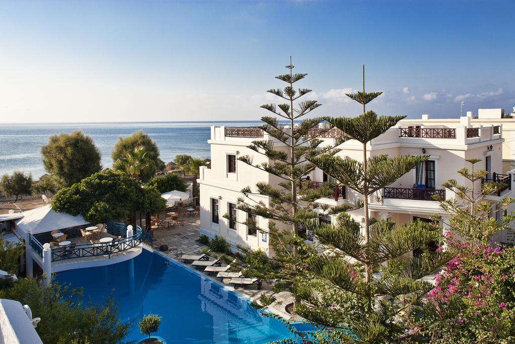 Vegarra Hotel Santorini 1.jpg